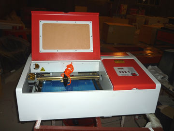 চীন Desktop Laser Engraver Co2 Laser Engraving And Cutting Machine For Carving Chapter And Artistic Works পরিবেশক